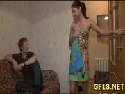 Geiler Sex mit einer scharfen Schlampe die sich im Pornofilm für Geld ficken lässt